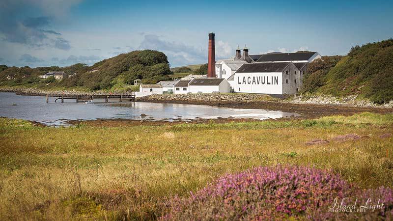 Lagavulin Distilleerderij met Turf Whisky